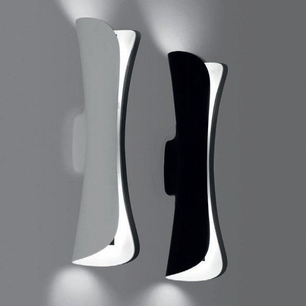 A white/white and a black/white Cadmo parete wall sconce