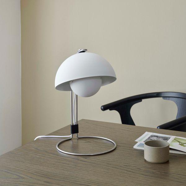 Flowerpot VP4 Desk lamp, white matt