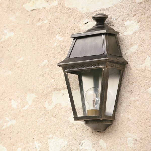 Avenue 2 outdoor wall light