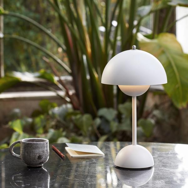 Flowerpot VP 9 battery table lamp, white matt