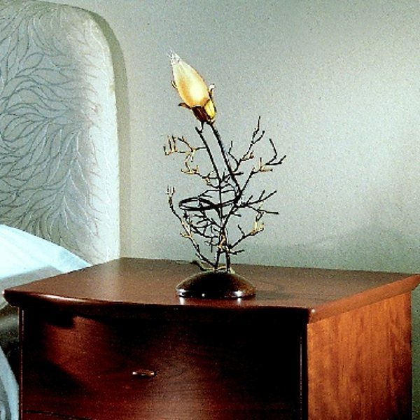 The Erica 4061/LP table light amber
