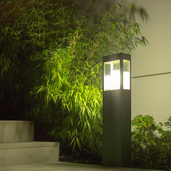 Brick pedestal / bollard light, green
