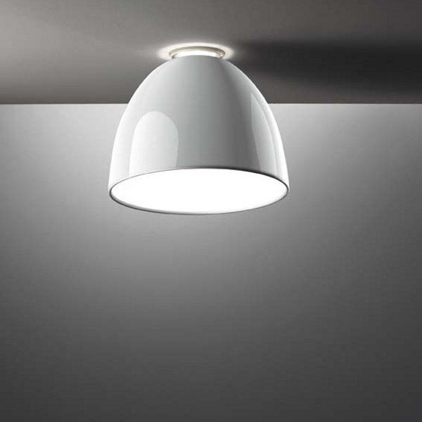 A shining white Nur mini Gloss soffitto ceiling light