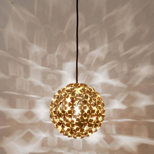 A galvanically gold-plated Orten`zia 11/20 pendant light